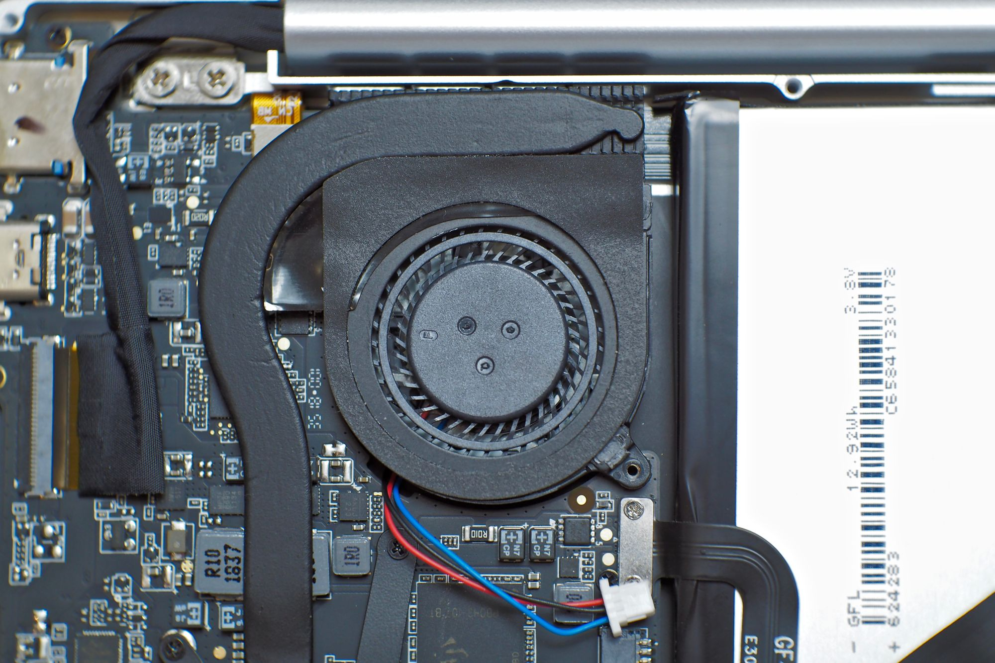 Applying new thermal paste on the GPD Pocket 2 for better thermals